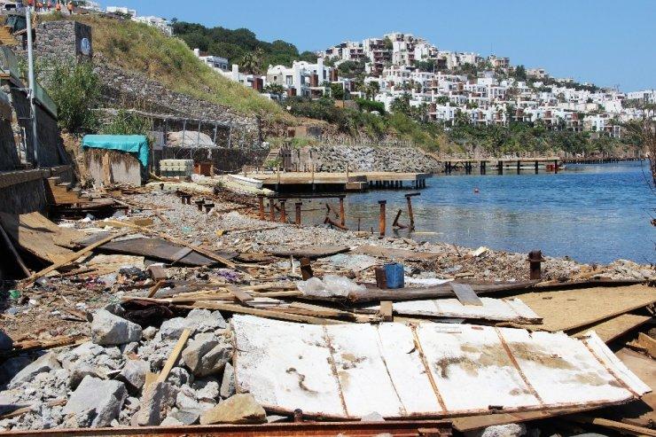 Hadise'nin Kaçak Plajı Yıkıldı