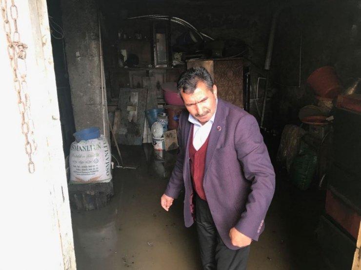 Sağanak Yağmur Dağpınar'da Etkili Oldu