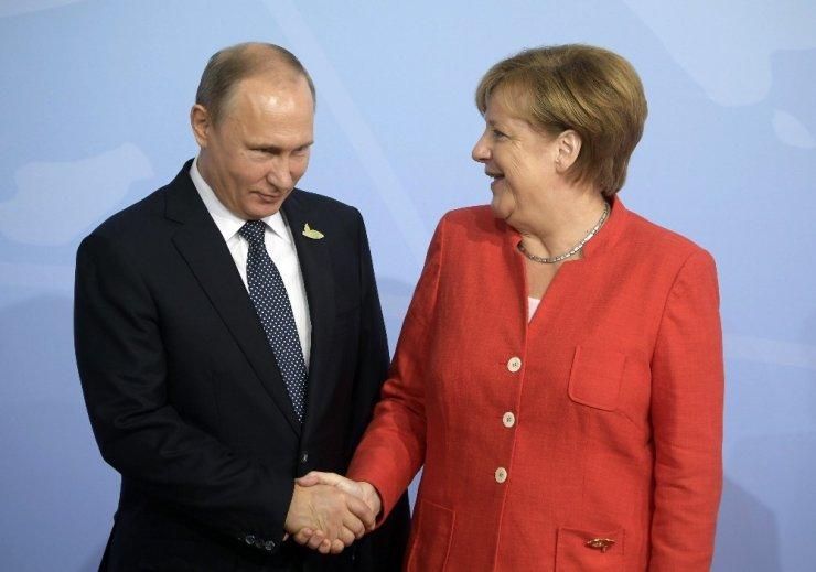 Putin ve Merkel, İran Nükleer Krizini Görüştü