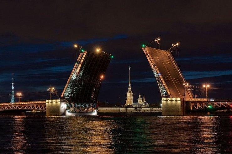 Rus Cambaz Köprüyü İp Üstünde Geçti