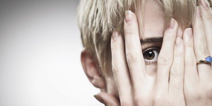 'Utangaçlık ve Sosyal Fobi'nin Farkı