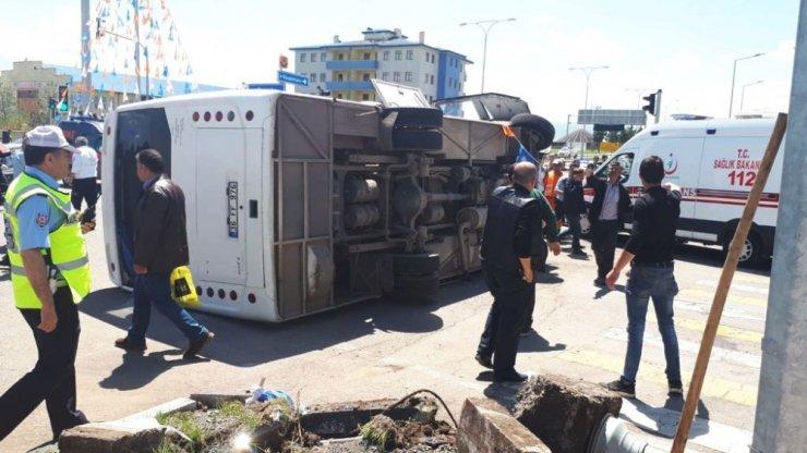 Askeri Araç ile Polis Aracı Çarpıştı