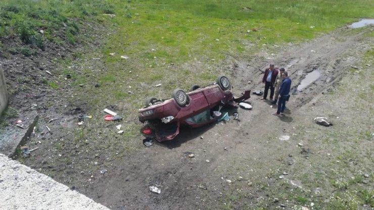 Göle'de Trafik Kazası: 1 Ölü, 2 Yaralı