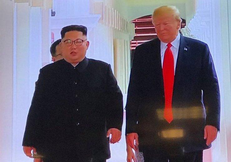 Trump ve Kim, Singapur'da Buluştu