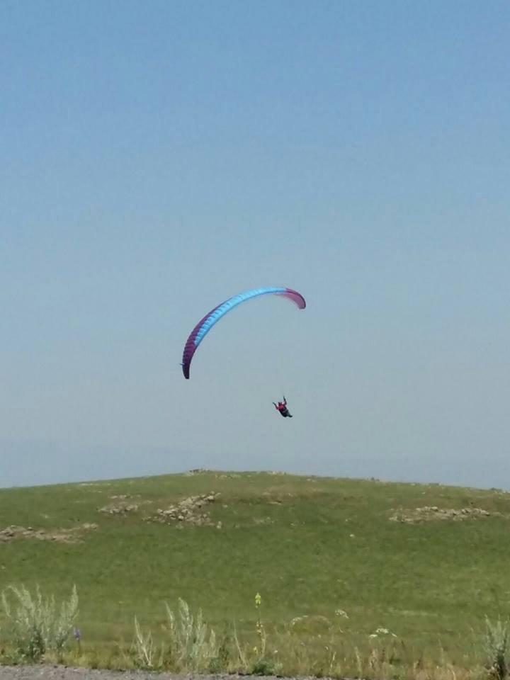 Yahni'den Yamaç Paraşütüyle Uçtu