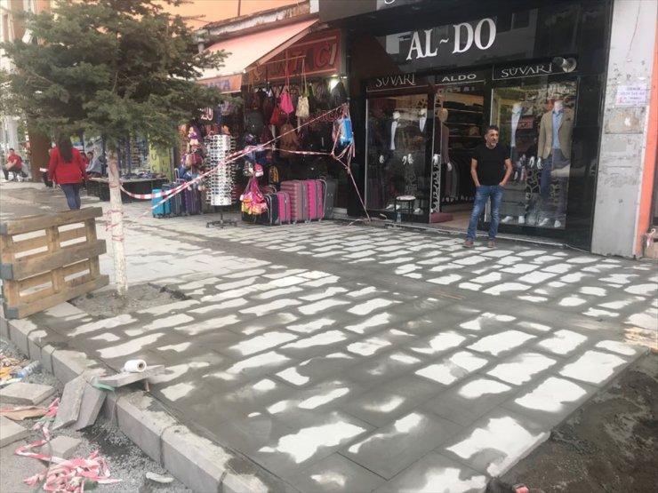 Kazım Paşa Caddesi'nin Kaldırımları Yapılıyor