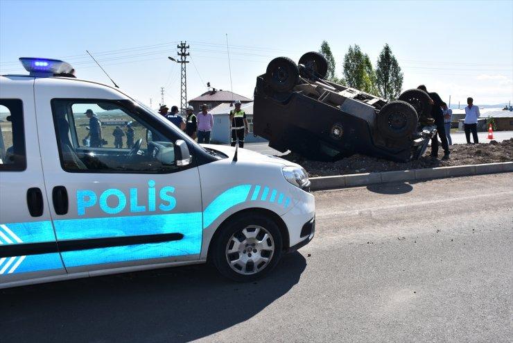 Kars'ta Polis Aracı Devrildi: 2 Yaralı
