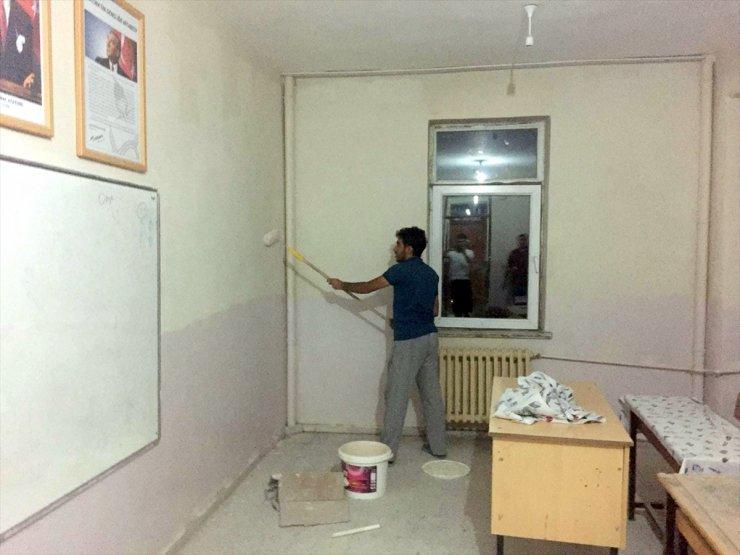 Öğretmenler 'Okul Tadilatı'nı Yaptı