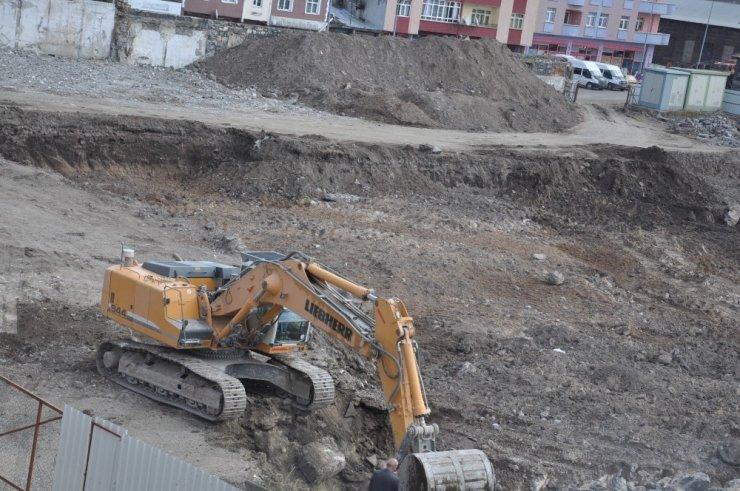 'Sultan Alparslan'da Kazı Çalışmaları Sürüyor