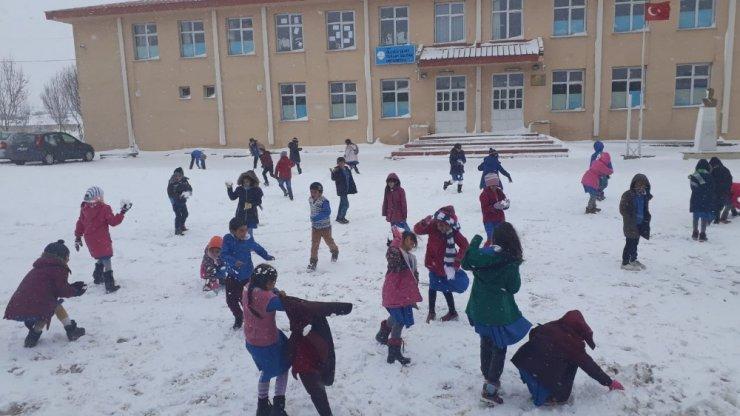 Kars'ta 71 Köy Yolu Ulaşıma Kapandı