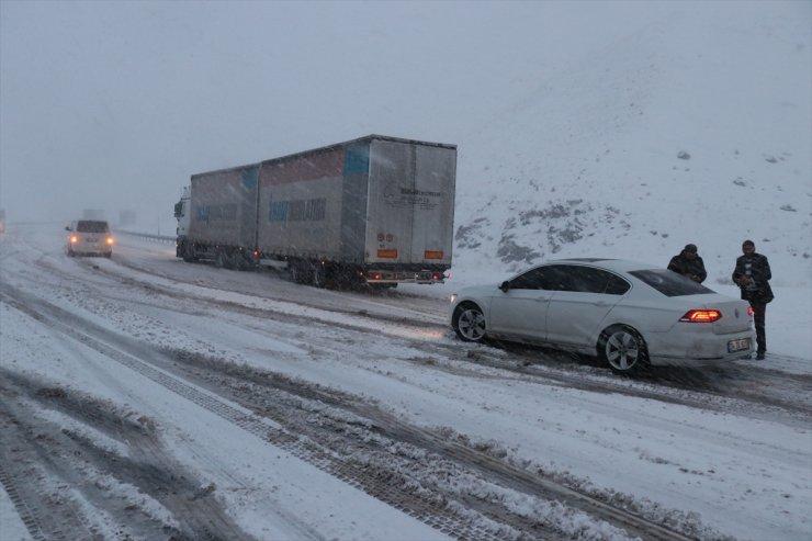 Erzincan'da Kar Yağışı
