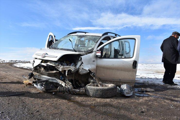 Kars'ta Trafik Kazası: 5 Yaralı