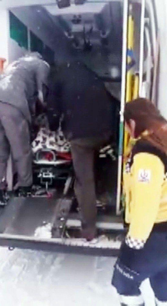 Kadın Hasta, Kepçeyle Ambulansa Taşındı