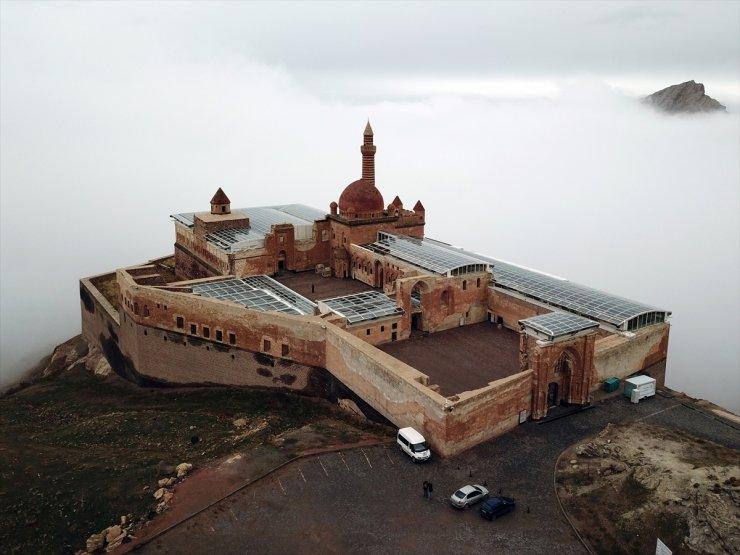 İshak Paşa Sarayı ve Sis Büyülüyor