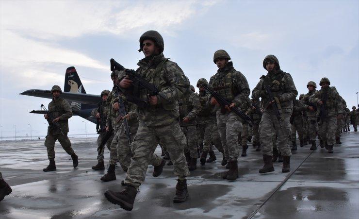 Kars'tan 'Sınır'a Asker Sevkiyatı