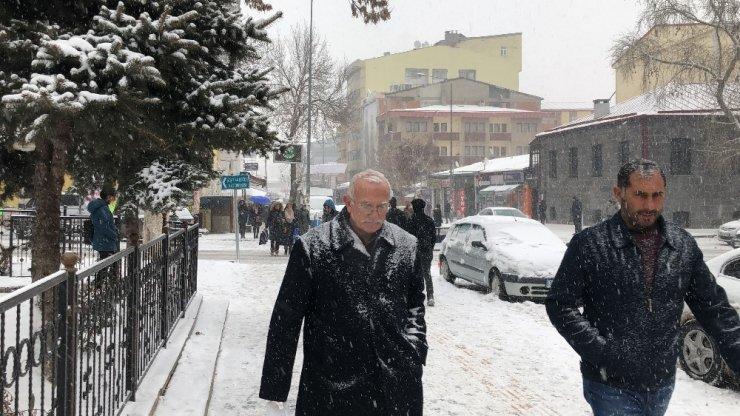 Kars'ta Kar Yağışı Etkili Oluyor