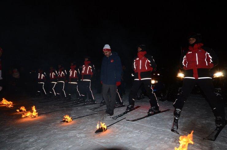 JAK'tan Meşaleli Kayak Gösterisi
