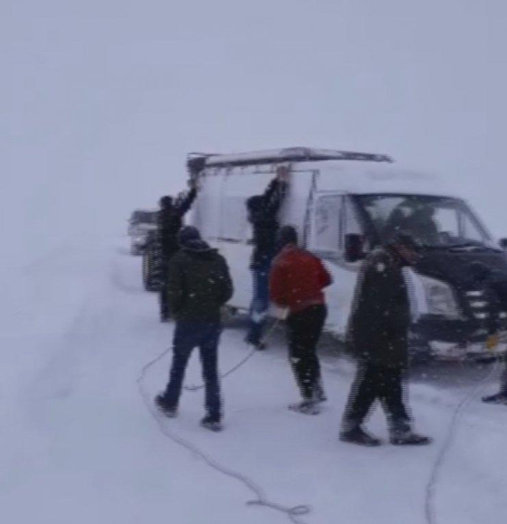 Kars'ta Öğretmenler Mahsur Kaldı