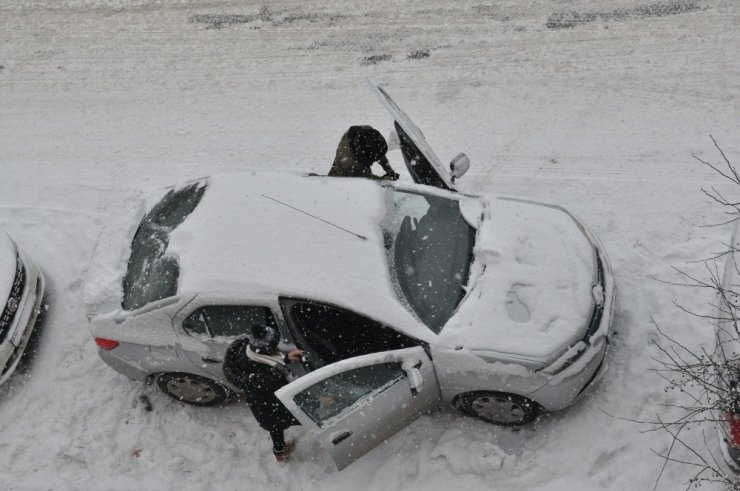 Kars'ta 76 Köy Yolu Kapandı