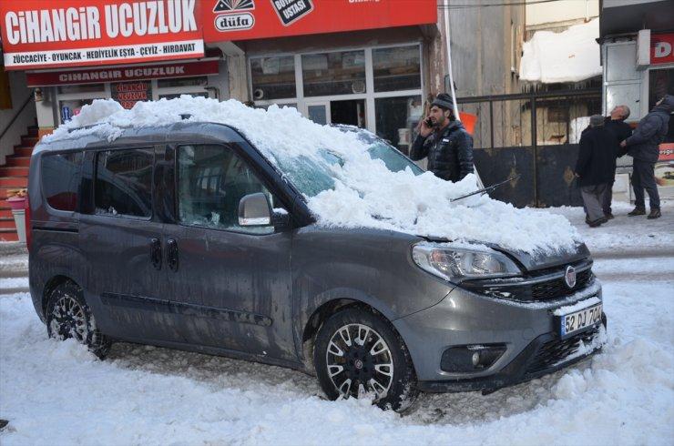 Çatıdan 'Kar ve Buz Kütlesi' Düştü
