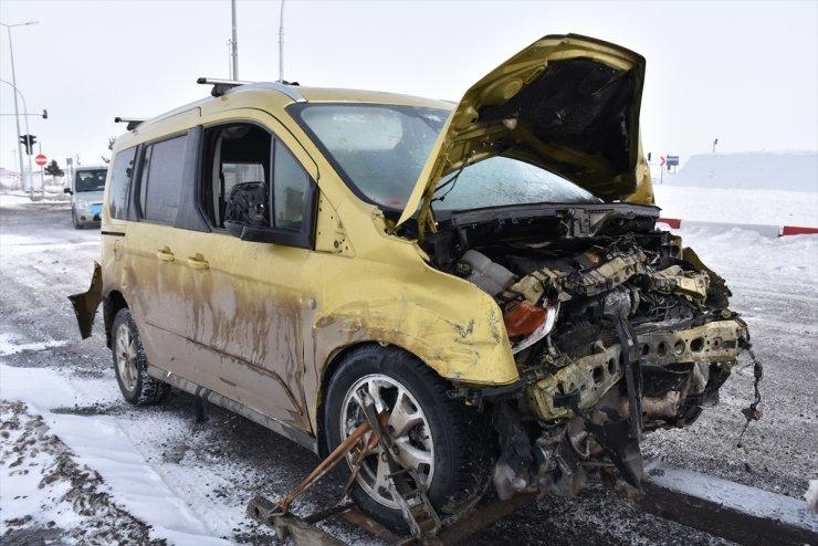 Arpaçay'da Trafik Kazası: 1 Ölü, 3 Yaralı