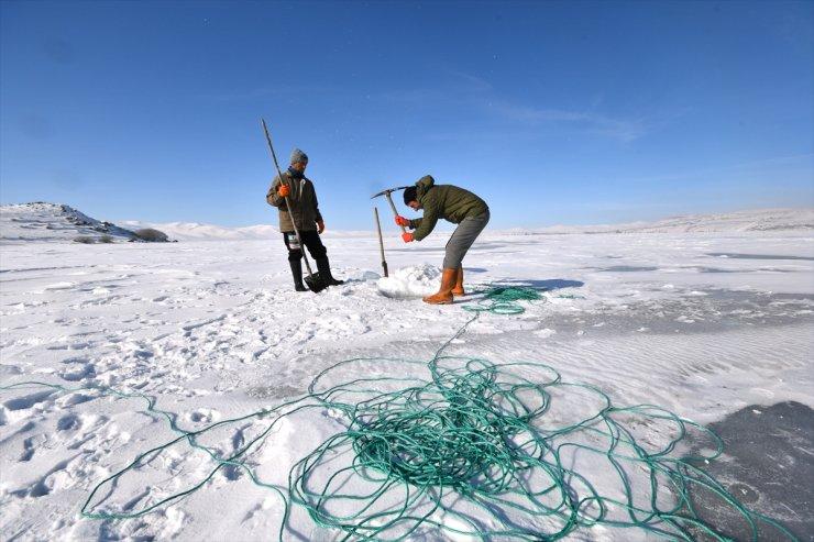 'Eskimo Usulü' Balık Avlıyorlar