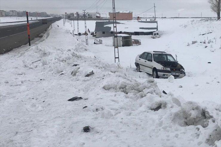 Selim'de Trafik Kazası: 2 Yaralı