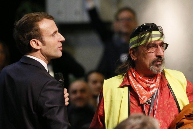 """Macron: """"Ben De Bir Sarı Yelekliyim"""""""