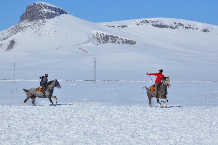 Kar Üstünde Cirit Gösterisi Nefes Kesti