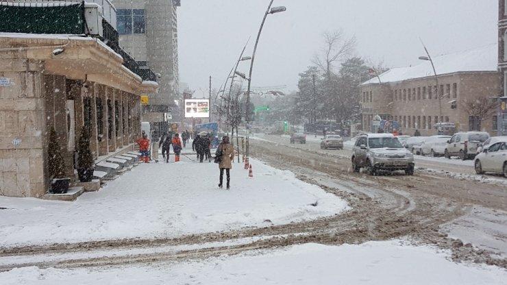 'Bölge'de Kar Yağışı Devam Ediyor