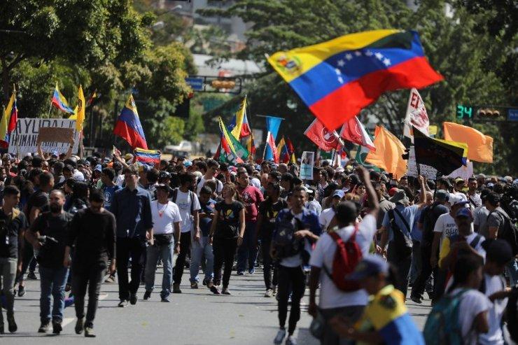 Venezuela'da 'Siyasi Kriz' Meydanlarda
