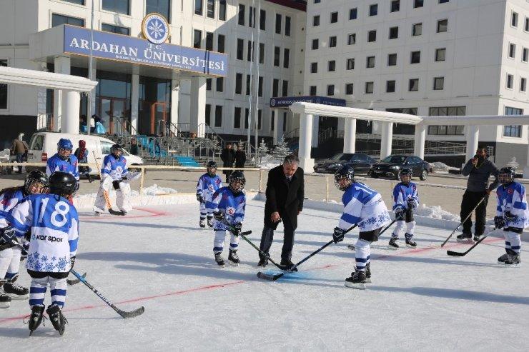 Ardahan Üniversitesi'nde Buz Pisti Açıldı