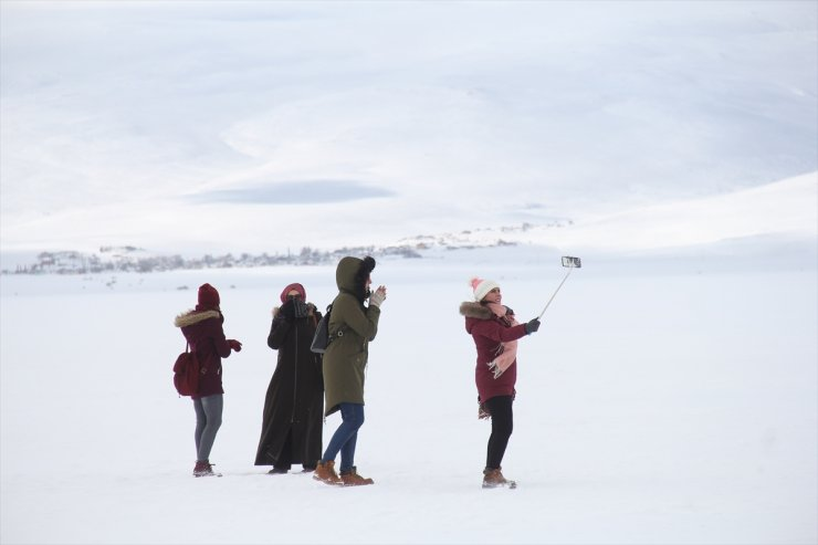 Çıldır Gölü Turistleri Cezbediyor