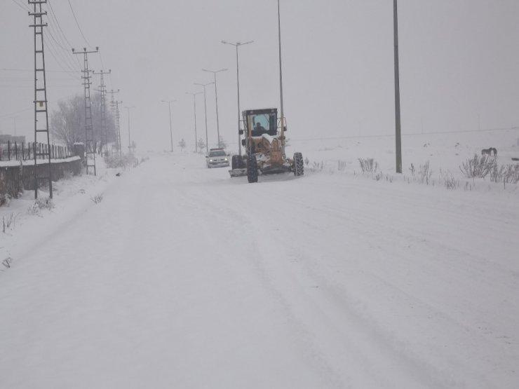 Kars'ta 50 Köy Yolu Ulaşıma Kapandı