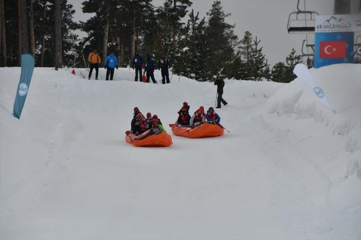 Büyükelçilerin 'Karda Rafting' Yarışı