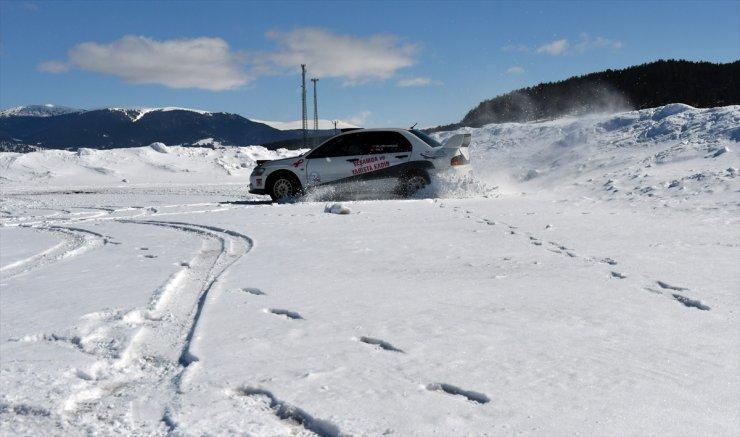 'Kadınlar Günü'nde Karda Ralli Yaptı