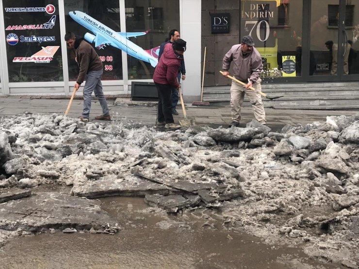 Özel İdare Ekipleri Caddeleri Temizliyor!