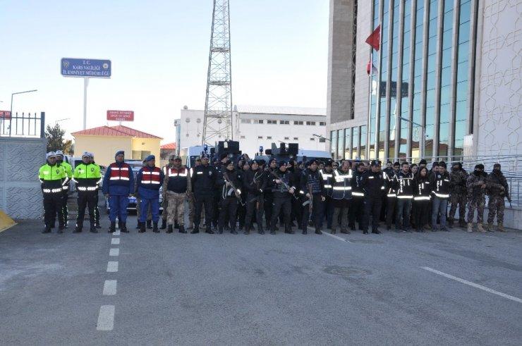Kars'ta 'Polis Uygulama' Yaptı