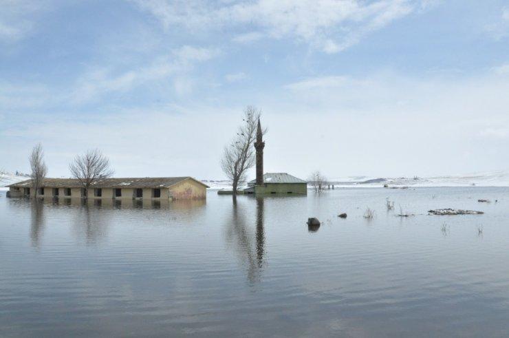 'Köy Camisi' Sular Altında Kaldı