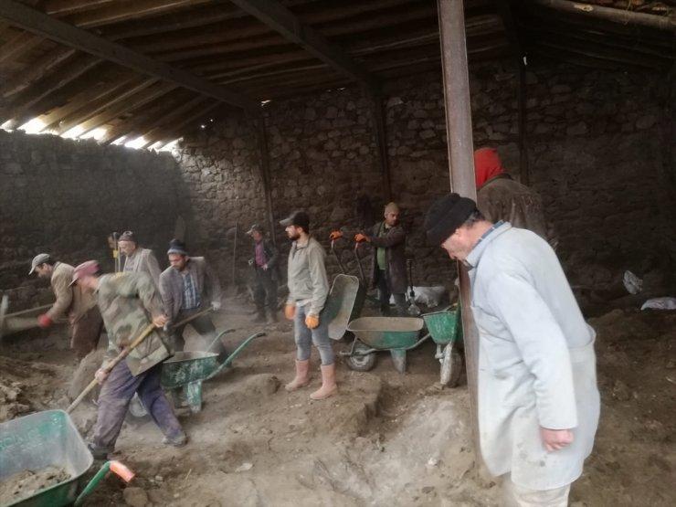 Ahırın Çatısı Çöktü: 2 Ölü, 6 Yaralı