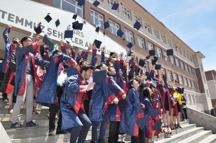 Son Sınıf Öğrencileri İçin Mezuniyet Töreni