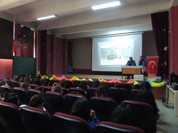 Öğrencilere 'Güvenli İnternet' Anlatıldı