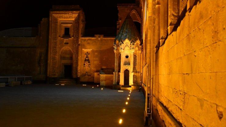 İshak Paşa Sarayı Işıklandırıldı
