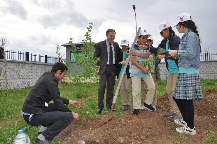 Emniyet Müdürlüğü Bahçesi Ağaçlandırıldı