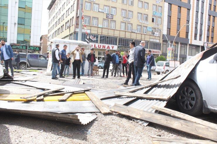 Ağrı'da Şiddetli Fırtına Çatıları Uçurdu