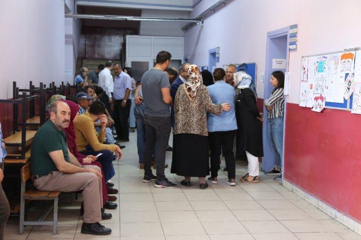 Yusufeli'nde Oy Kullanma İşlemi Başladı