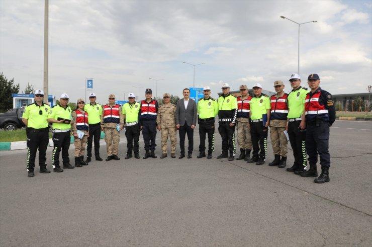 Kars Valisi 'Trafik Denetimi'ne Katıldı