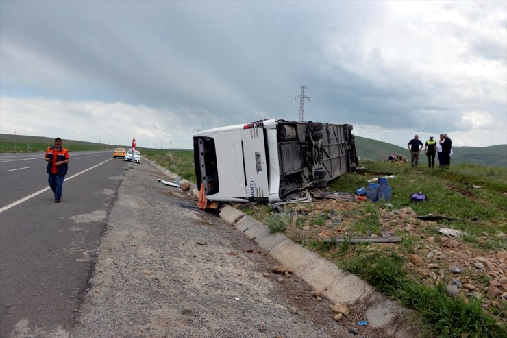 Yolcu Otobüs Devrildi: 6 Yaralı