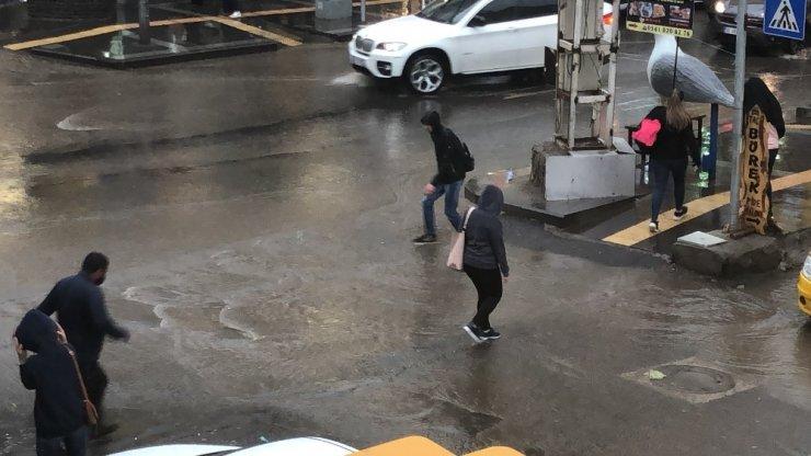 Kars'ta Sağanak Yağmur Etkili Oldu