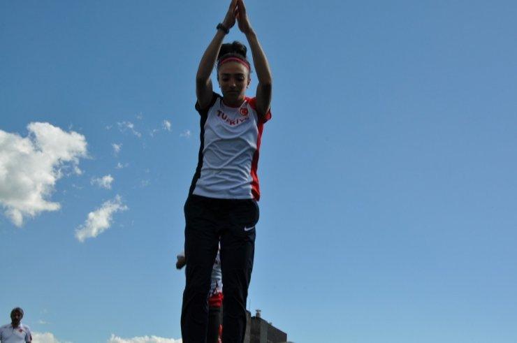 Karslı Atlet 'Balkan Şampiyonu' Oldu